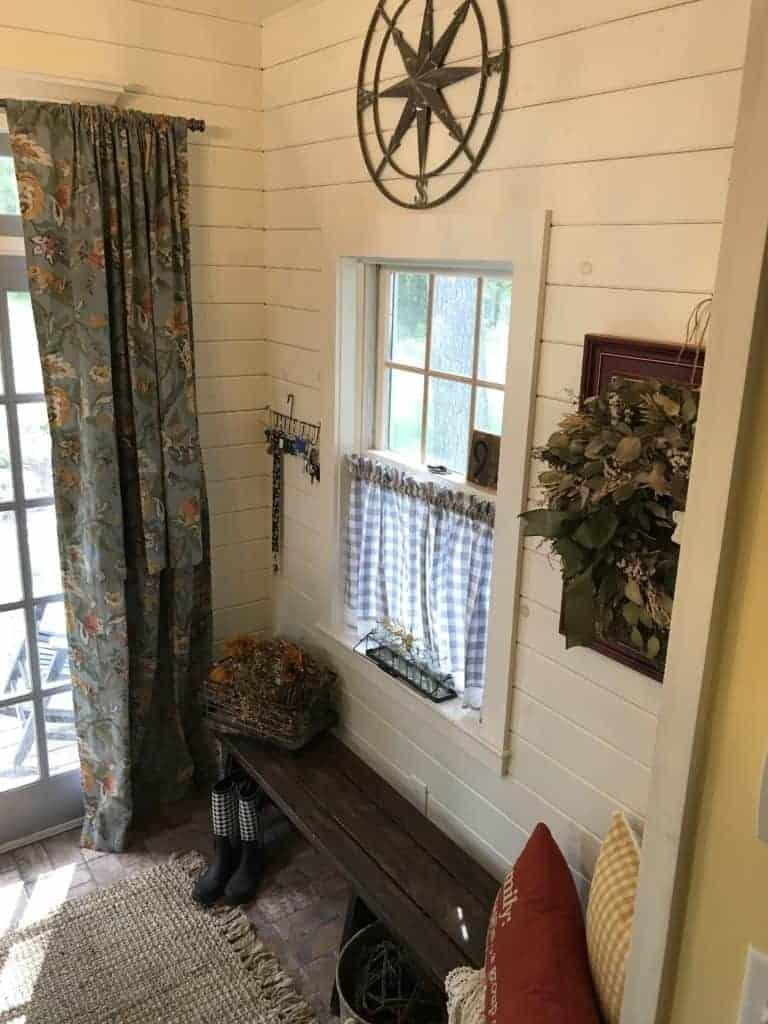 fall decorating entryway