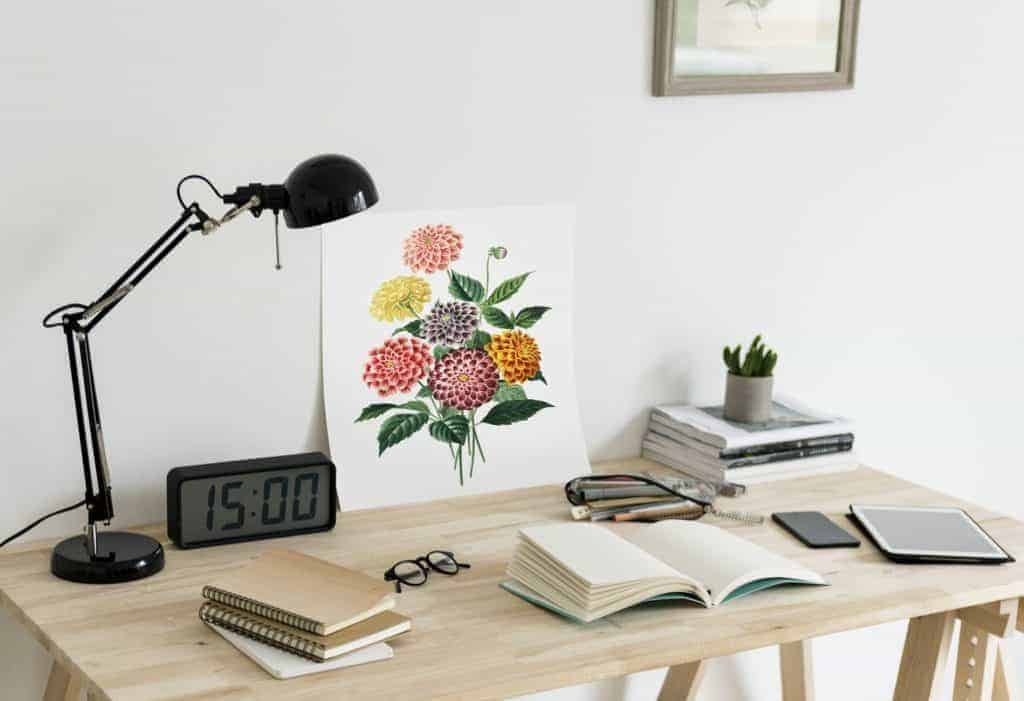 pic of neat desk with task lighting- easy DIY home decorating ideas