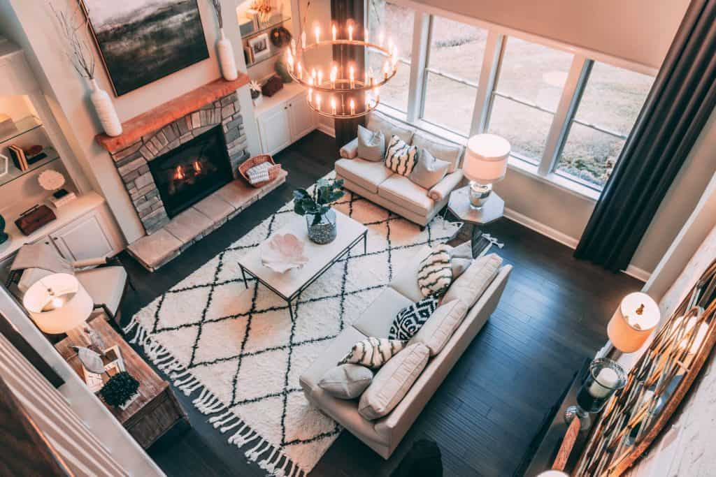 living room with area rug -easy DIY home decorating ideas